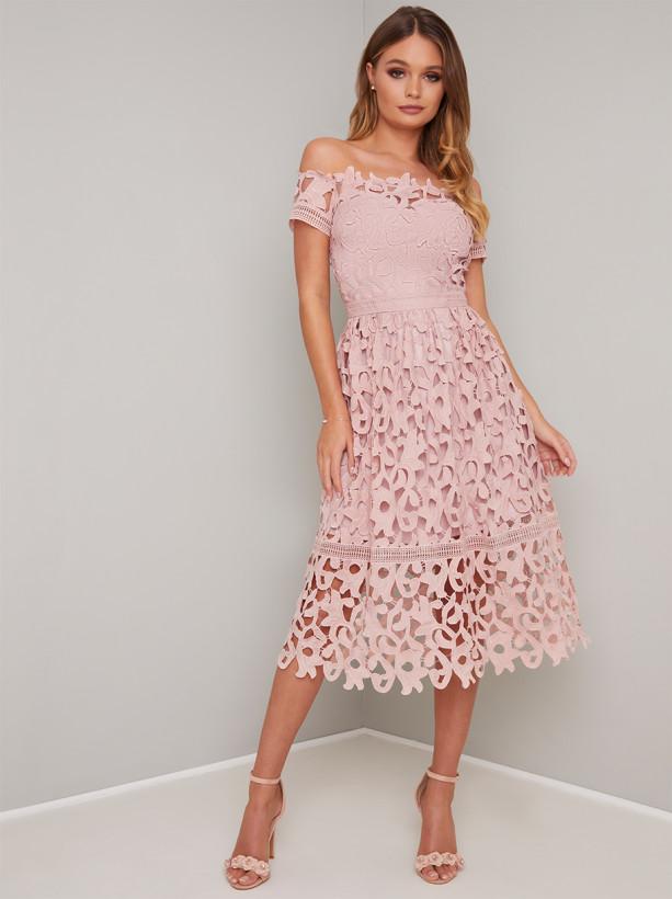 d0ef679db006 Chi Chi Lizia Krajkové šaty s Bardot topom - JoyStore.sk